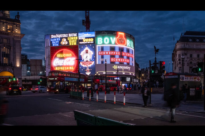 THE OLD PICCADILLY LIGHTS - FAMILY HISTORY - ANCESTRY