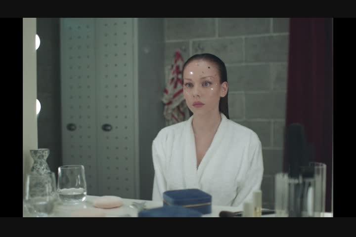 Najwa Nimri – Muñequita Linda - CANADA - Najwa Nimri